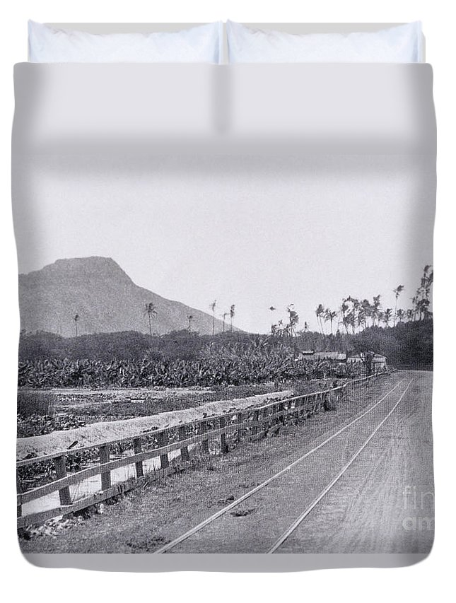 1890 Duvet Cover featuring the painting Vintage Waikiki by Hawaiian Legacy Archive - Printscapes