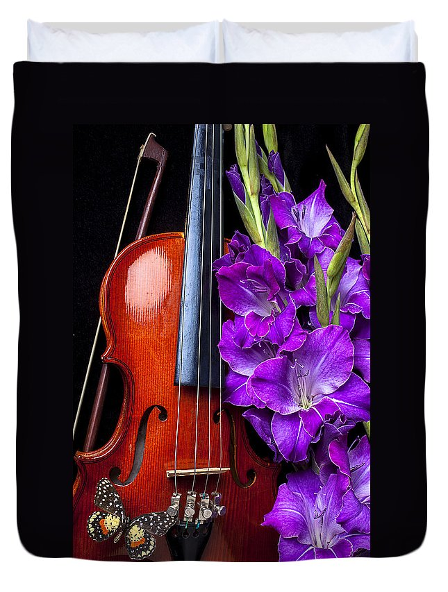 Violin Duvet Cover featuring the photograph Violin And Purple Glads by Garry Gay