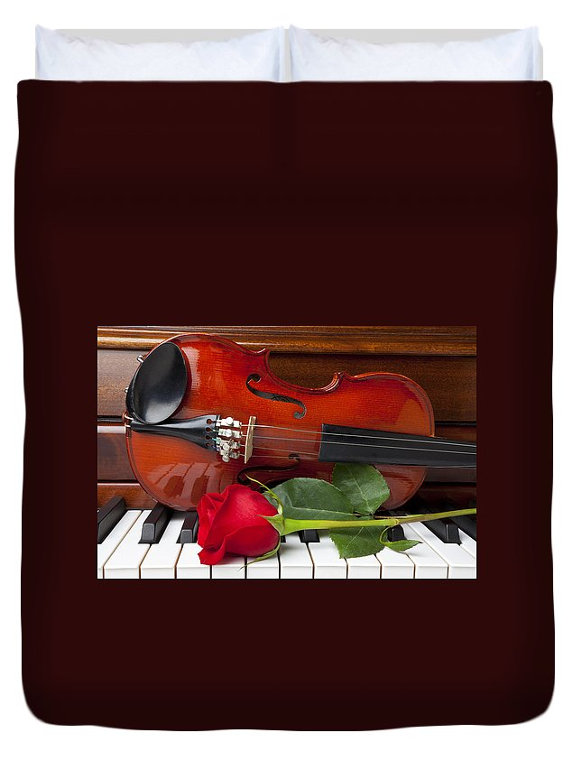 Violin Duvet Cover featuring the photograph Violin With Rose On Piano by Garry Gay