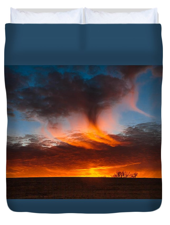 Sunset Duvet Cover featuring the photograph Virga Sunset by Leroy McLaughlin