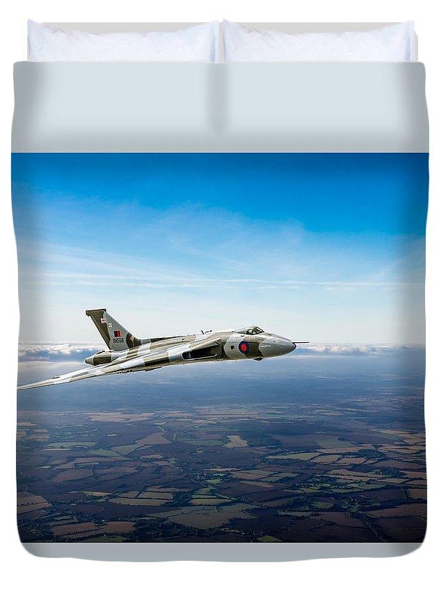 Avro Vulcan Duvet Cover featuring the photograph Vulcan In Flight 2 by Gary Eason