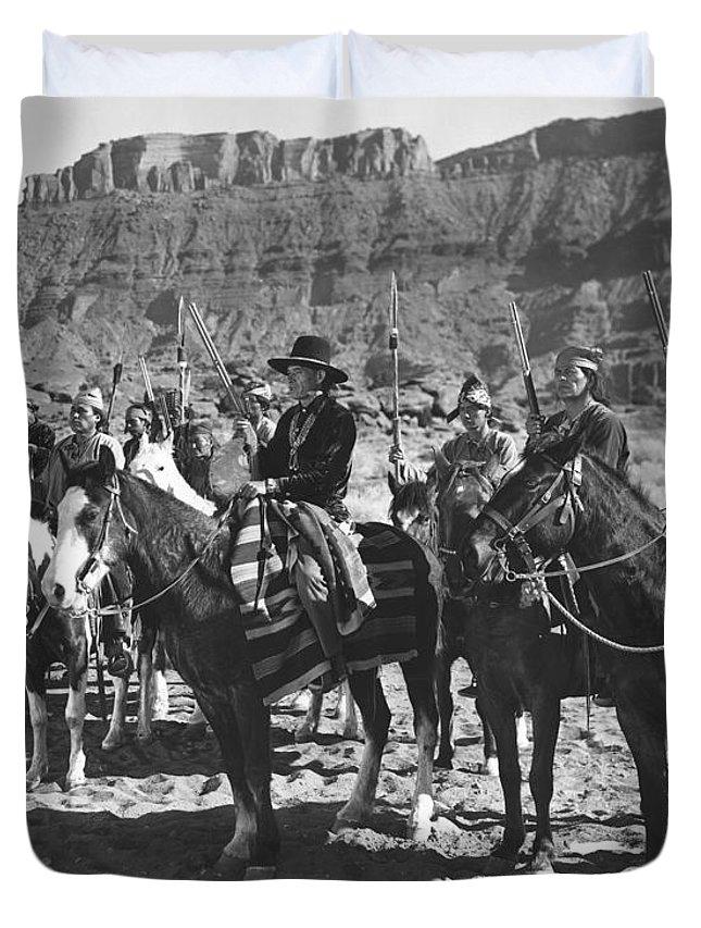 Arizona Duvet Cover featuring the photograph Wagons Westward 3 by Bob Bradshaw