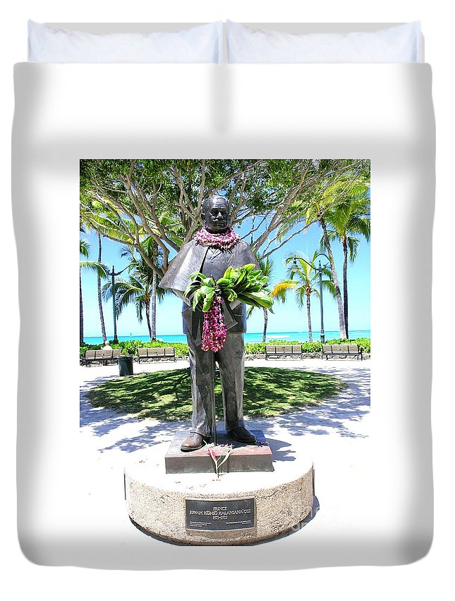 Statue Duvet Cover featuring the photograph Waikiki Statue - Prince Kuhio by Mary Deal