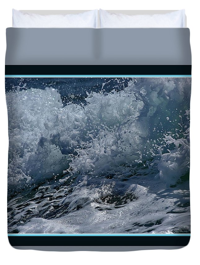 Green Water Duvet Cover featuring the photograph Wake Out by BYETPhotography