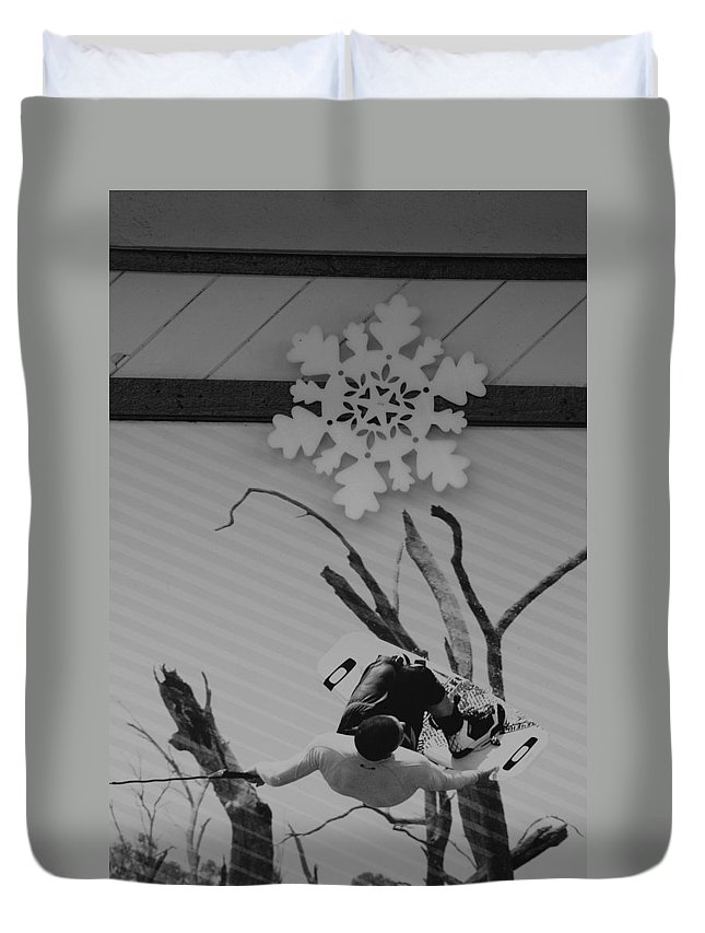 Snow Flake Duvet Cover featuring the photograph Wall Surfing With A Snow Flake by Rob Hans