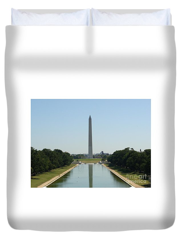 Washington Monument Duvet Cover featuring the painting Washington Monument by Rod Jellison