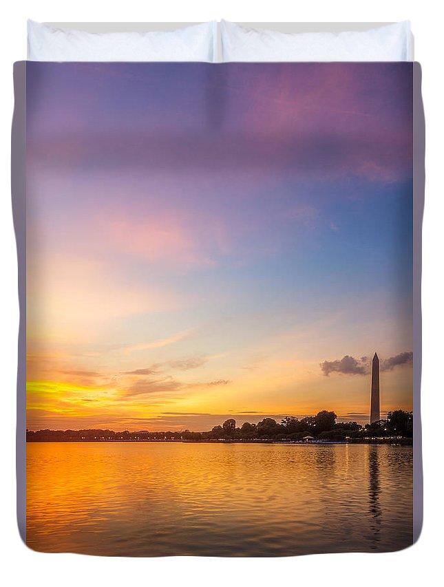 D.c. Duvet Cover featuring the photograph Washington Monument Sunset by Chris Bordeleau