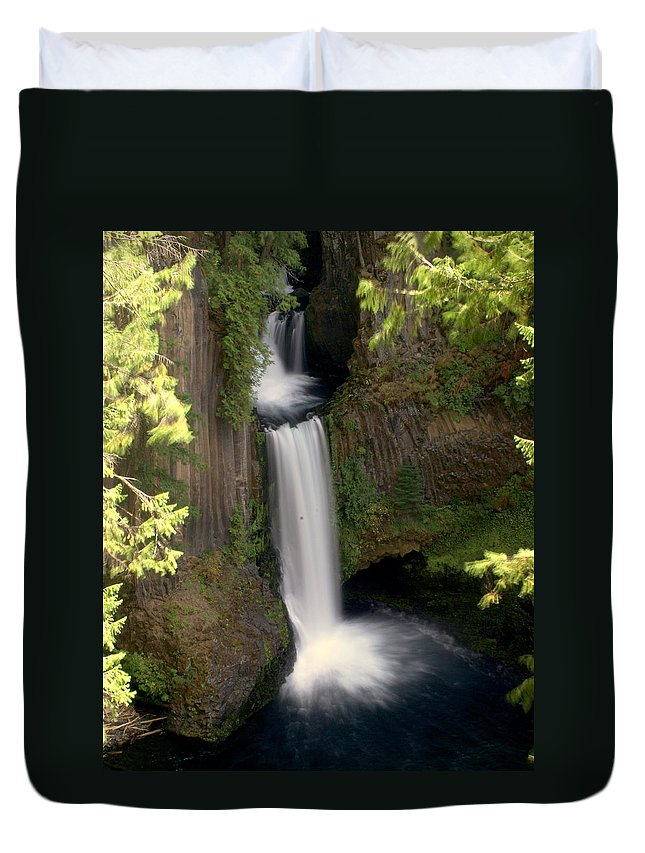 Waterfall Duvet Cover featuring the photograph Washington Waterfall by Marty Koch