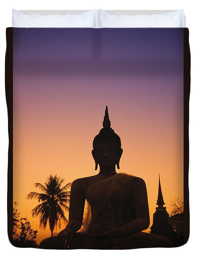Ancient Duvet Cover featuring the photograph Wat Mahathat by Gloria and Richard Maschmeyer - Printscapes