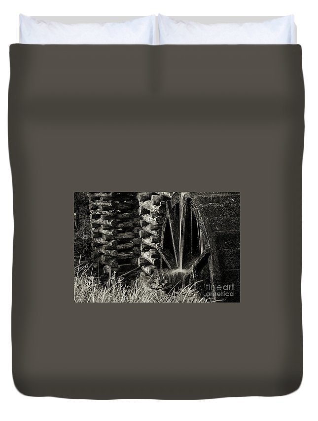 Cades Cove Duvet Cover featuring the photograph Water Wheel 3 by Bob Phillips