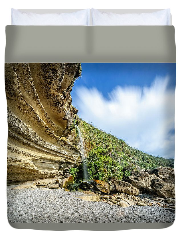Cliffs Duvet Cover featuring the photograph Waterfall, Truman Track by Robert Green