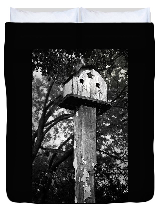 Birdhouse Duvet Cover featuring the photograph Weathered Bird House by Teresa Mucha