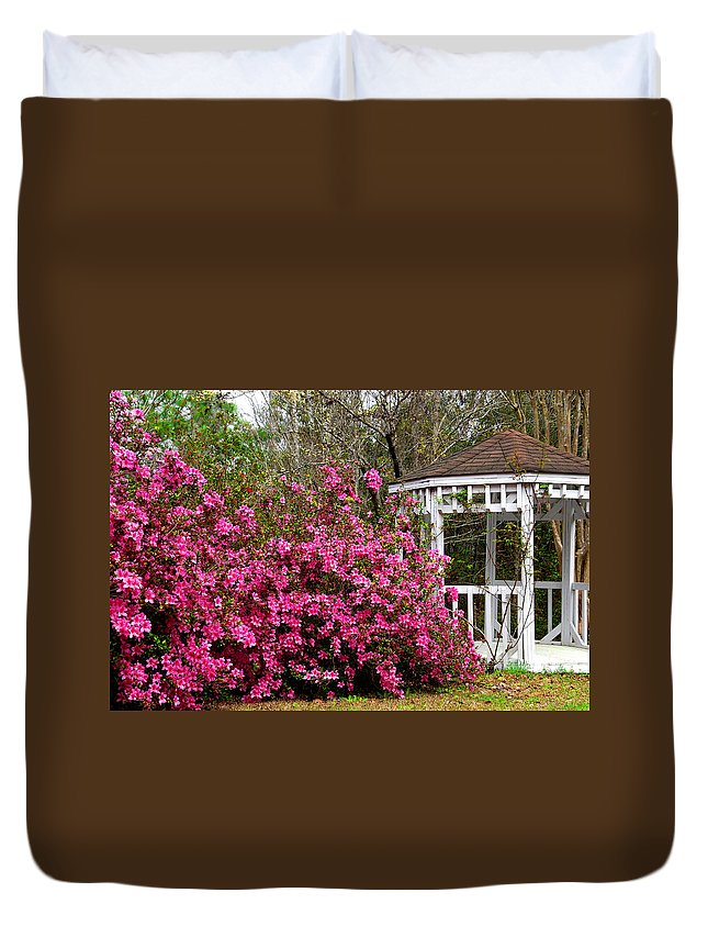 Wedding Gazebo Duvet Cover featuring the photograph Wedding Gazebo by Susanne Van Hulst