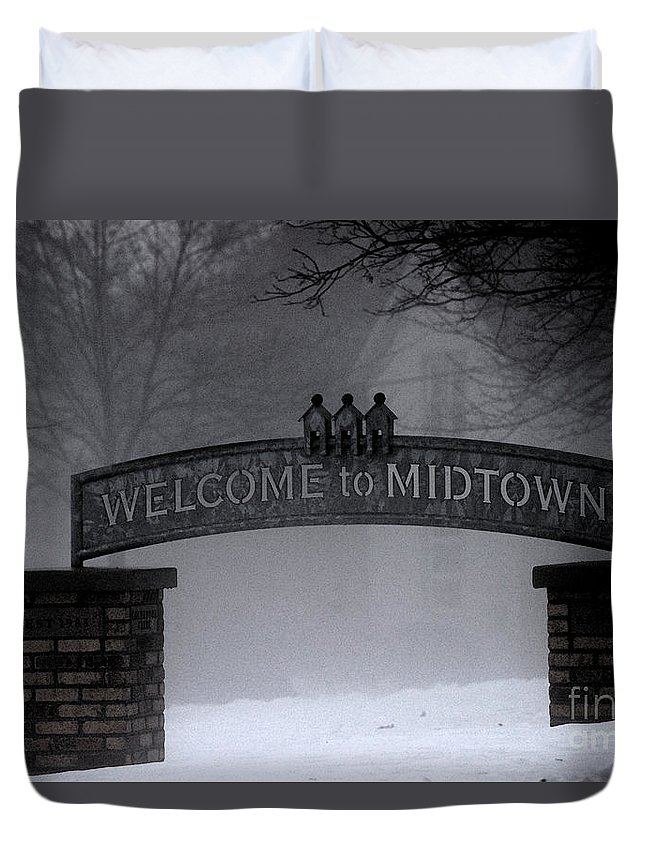 Sign Duvet Cover featuring the photograph Welcome To Midtown by Linda Shafer