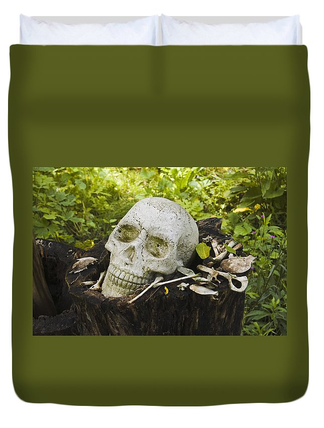 St. Clair County Duvet Cover featuring the photograph What Happen In My Garden by Paul Cannon