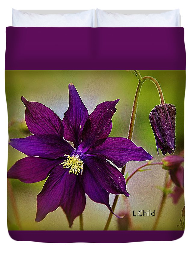 Purple Flower Duvet Cover featuring the photograph Who Am I by Lori Mahaffey