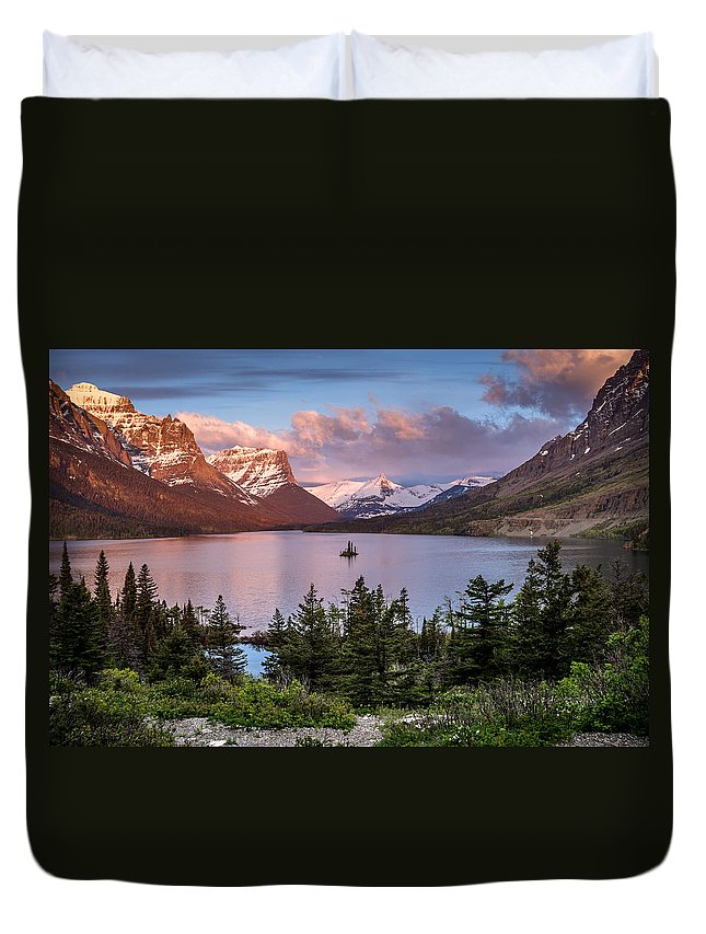 Glacier National Park Duvet Cover featuring the photograph Wild Goose Island Morning 1 by Greg Nyquist