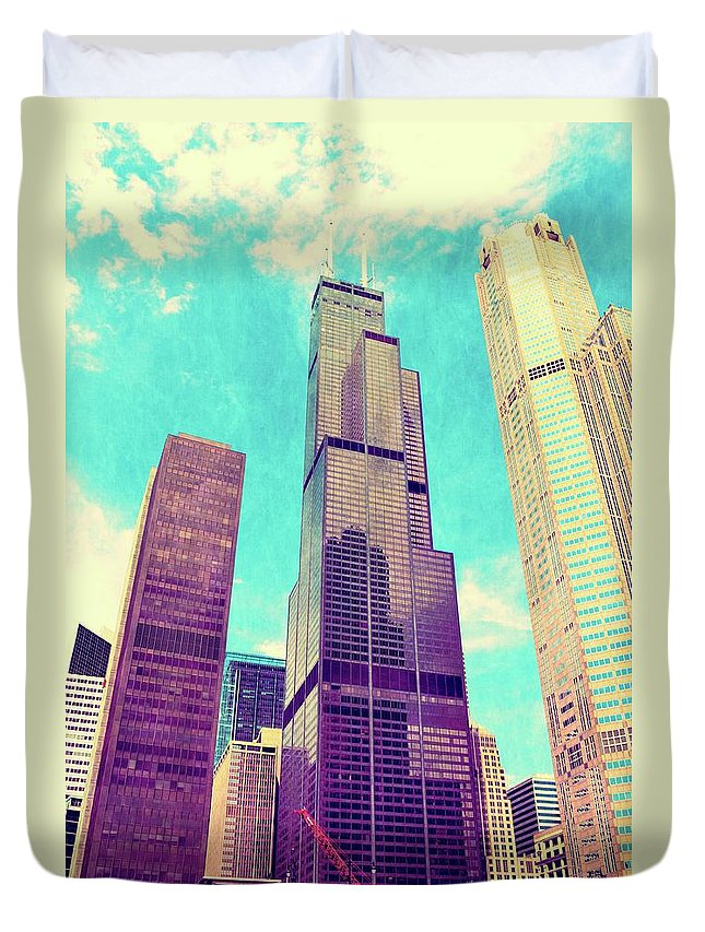 Sears Tower Duvet Cover featuring the photograph Willis Tower - Chicago by Michelle Calkins