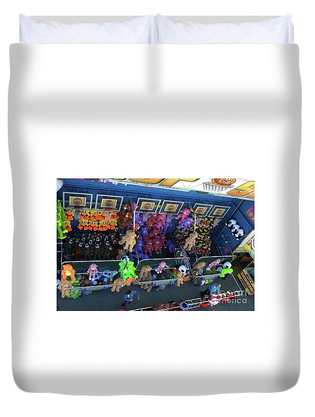 Scenic Tours Duvet Cover featuring the photograph Win A Teddy by Skip Willits