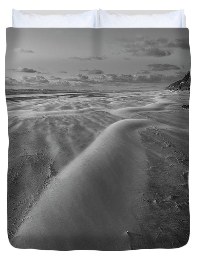 Windy Duvet Cover featuring the photograph Windy Day by Masako Metz