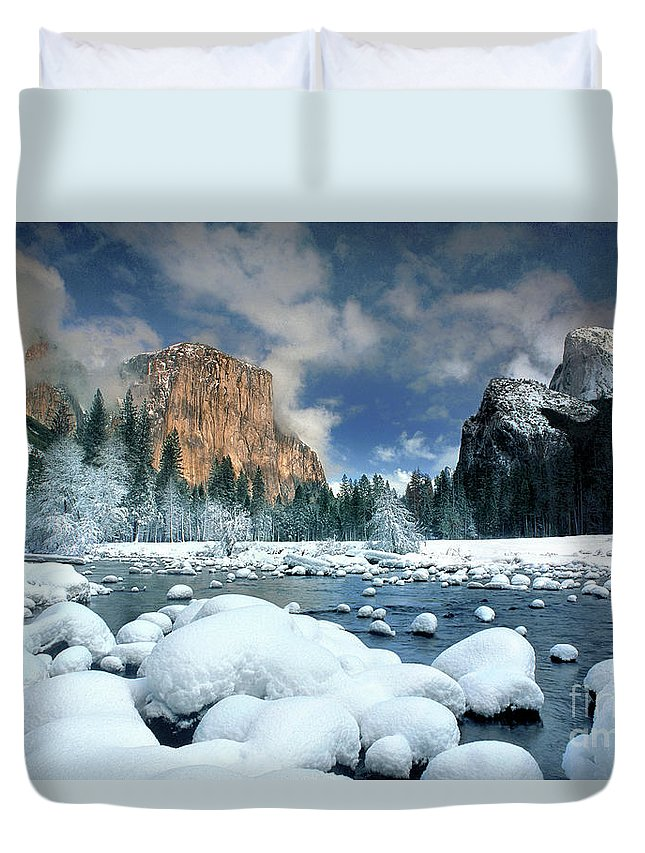 Yosemite National Park; California; United States; North America; Np; Gates Of The Valley Duvet Cover featuring the photograph Winter Storm In Yosemite National Park by Dave Welling