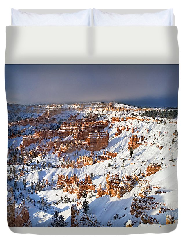 Bryce Canyon National Park Duvet Cover featuring the photograph Winter Sunrise Bryce Canyon National Park Utah by Dave Welling