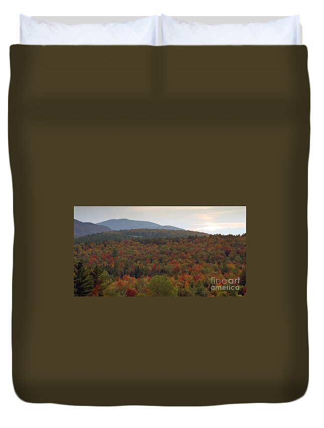 Fall Duvet Cover featuring the photograph Winters Approach by David Lee Thompson