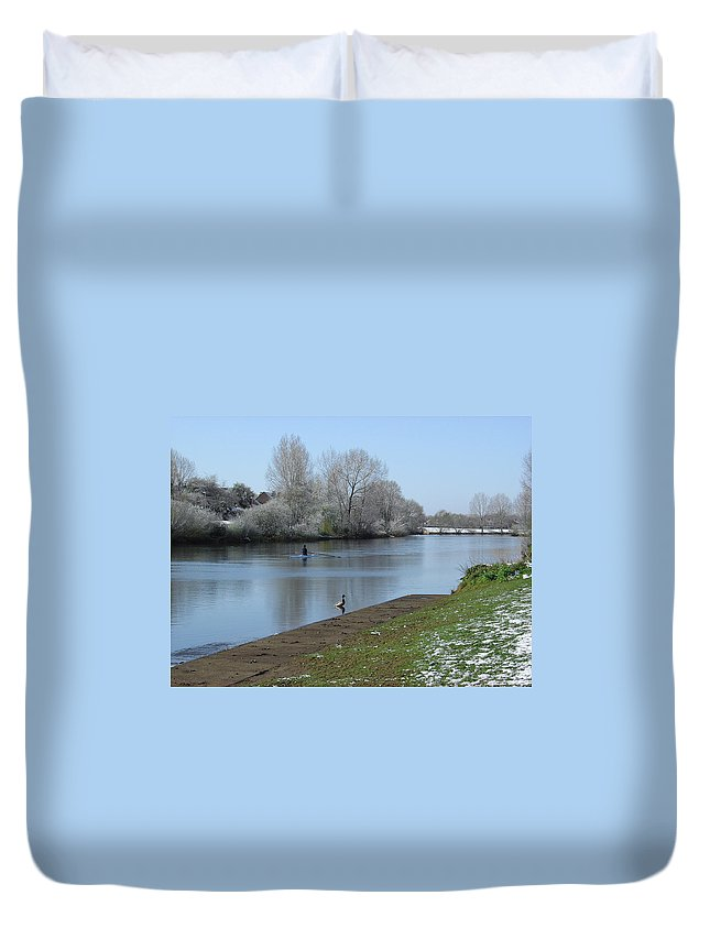 Sky Duvet Cover featuring the photograph Wintry River At Stapenhill by Rod Johnson