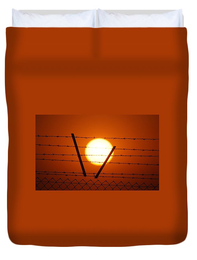 Sun Duvet Cover featuring the photograph Wire And Sun by Cliff Norton