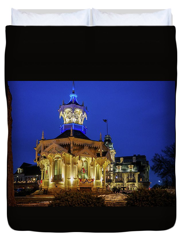 Milwaukee Historic Building Duvet Cover featuring the photograph Wisconsin Club Holiday by Kristine Hinrichs