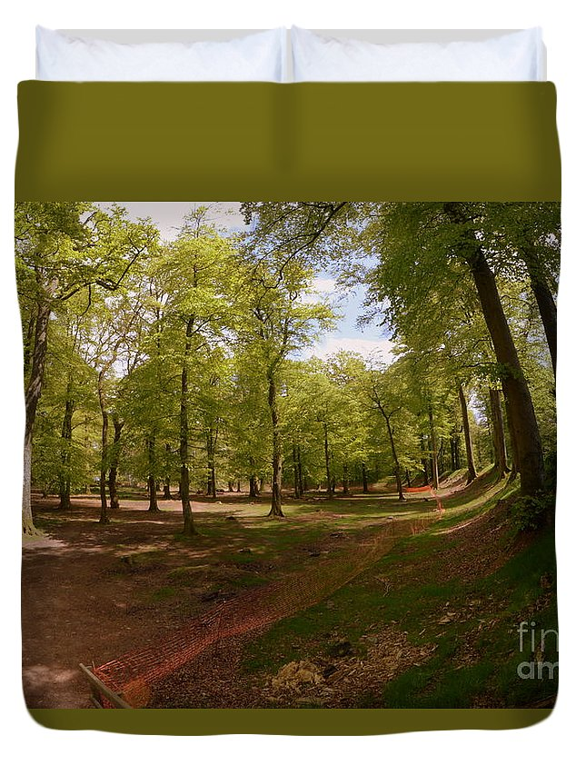 Woodbury Castle Duvet Cover featuring the photograph Woodbury Castle by Andy Thompson