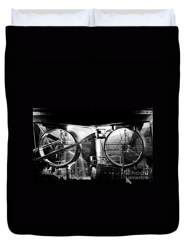 Work Duvet Cover featuring the photograph Working Men by David Lee Thompson