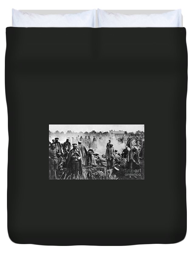 1914 Duvet Cover featuring the photograph World War I: Russians 1914 by Granger