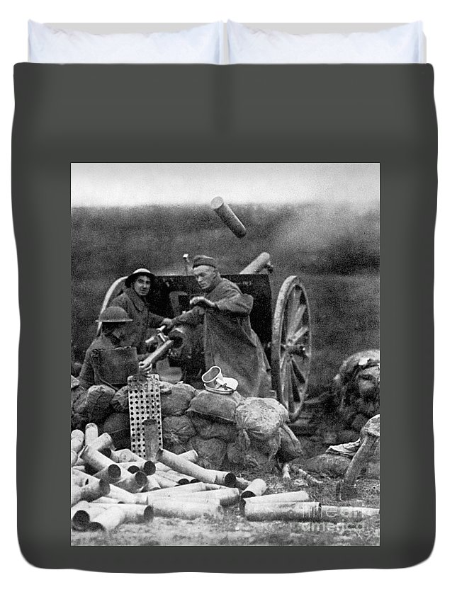 1918 Duvet Cover featuring the photograph World War I: U.s. Artillery by Granger