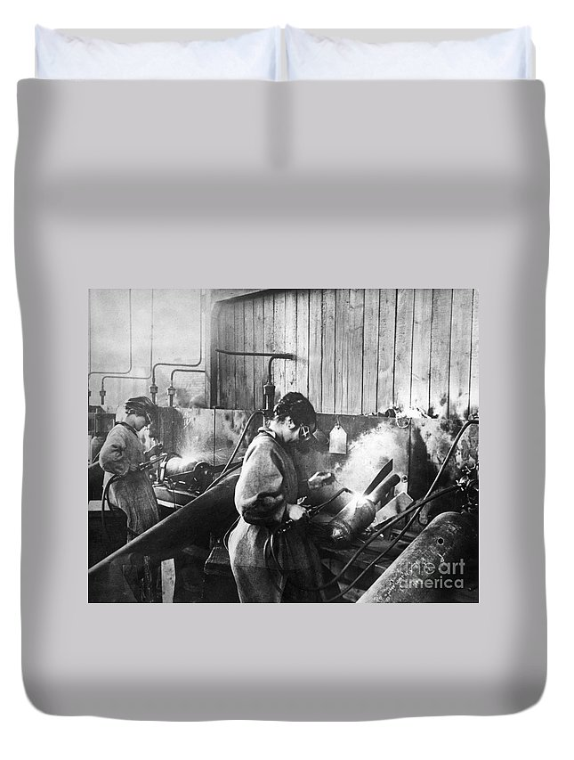 1917 Duvet Cover featuring the photograph World War I: Women Workers by Granger