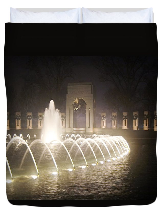 Ww 2 Duvet Cover featuring the photograph Ww 2 Memorial Fountain by Francesa Miller