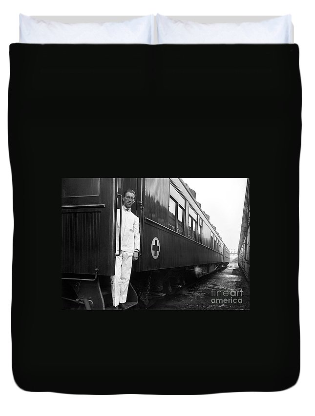 1917 Duvet Cover featuring the photograph Ww I: Red Cross Railroad by Granger