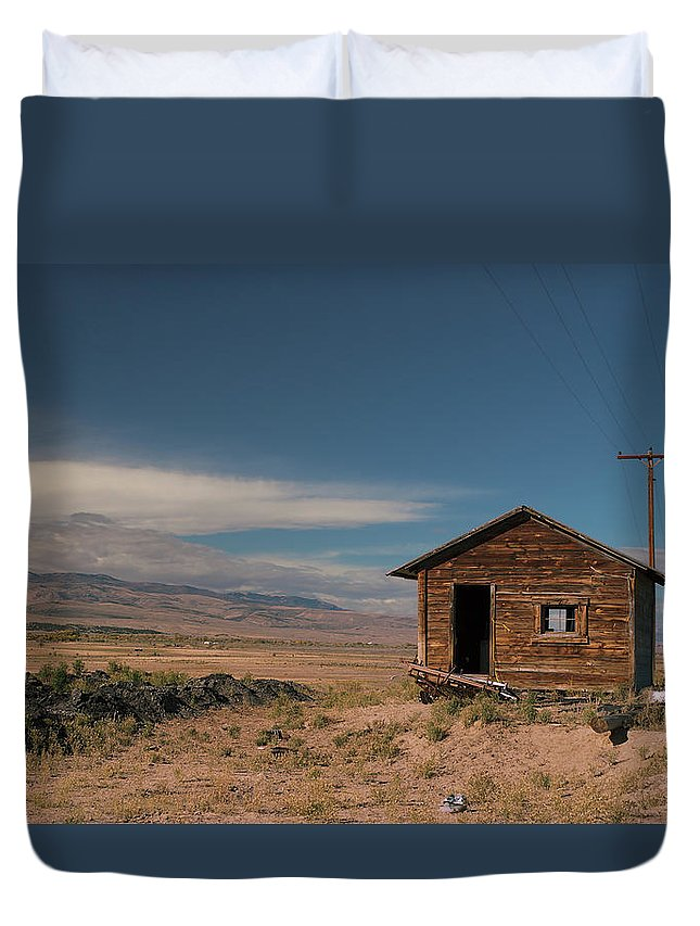 Shack Duvet Cover featuring the photograph Wyoming Shack by Grant Groberg