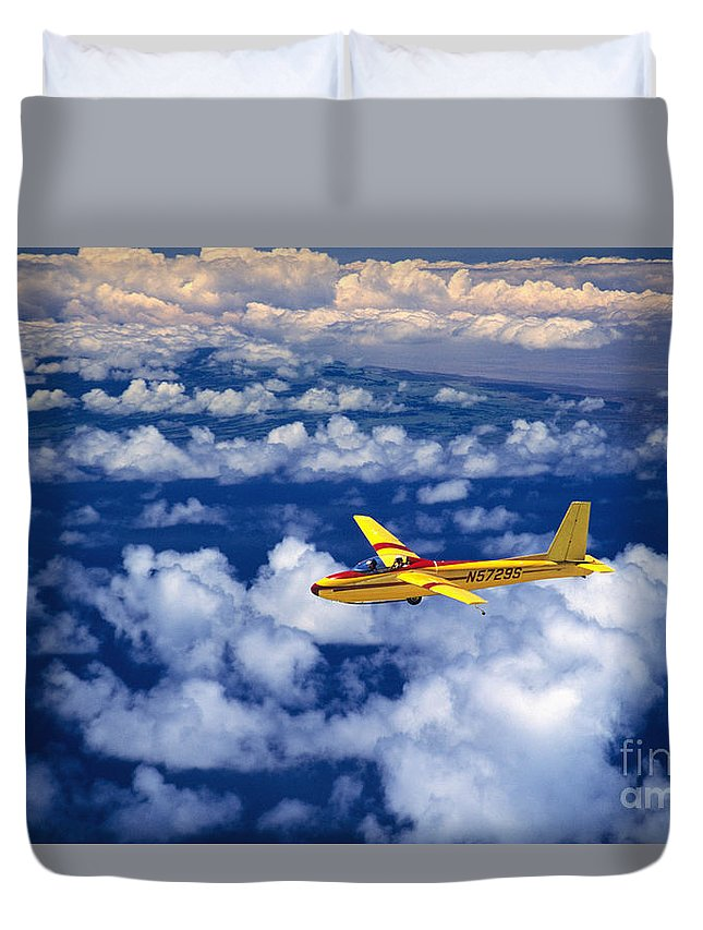 Air Duvet Cover featuring the photograph Yellow Glider by Ray Mains - Printscapes