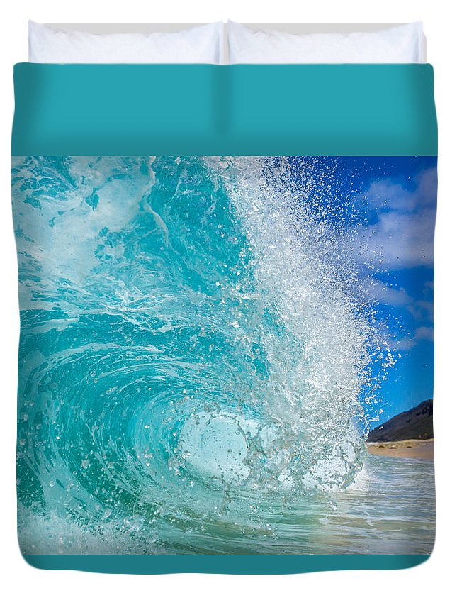 Hawaii Duvet Cover featuring the photograph Yokes Break by Chris and Wally Rivera