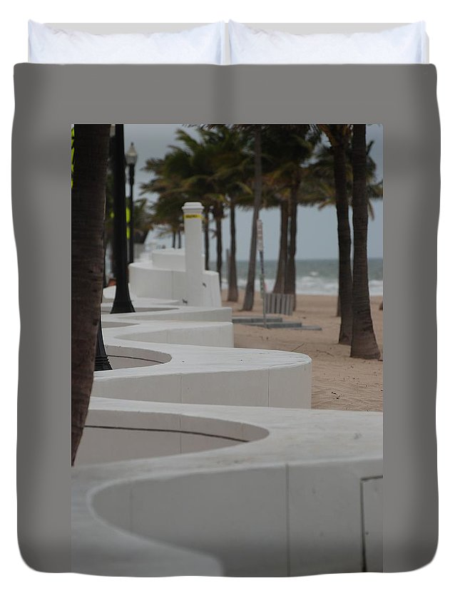 Pop Art Duvet Cover featuring the photograph Zig Zag At The Beach by Rob Hans
