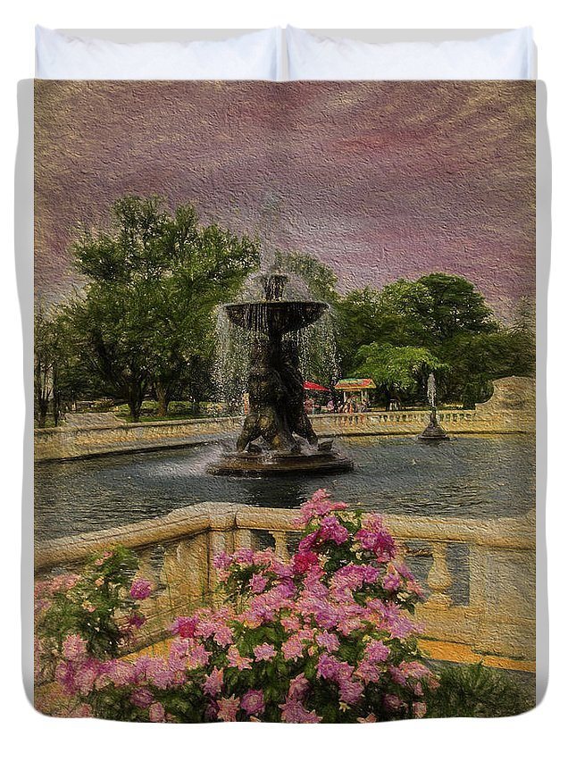 Detroit Zoo Fountain Duvet Cover featuring the photograph Zoo Fountain 2 by Melvin Busch