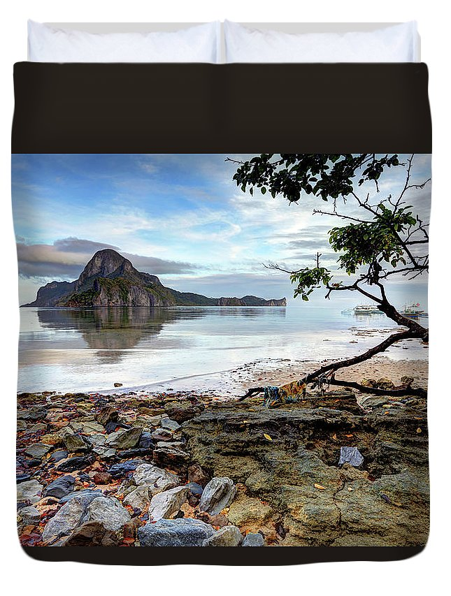 Water's Edge Duvet Cover featuring the photograph Beautiful El Nido Landscape by Vuk8691