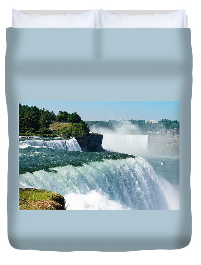 Scenics Duvet Cover featuring the photograph Niagara Falls From The Usa Side by Franckreporter
