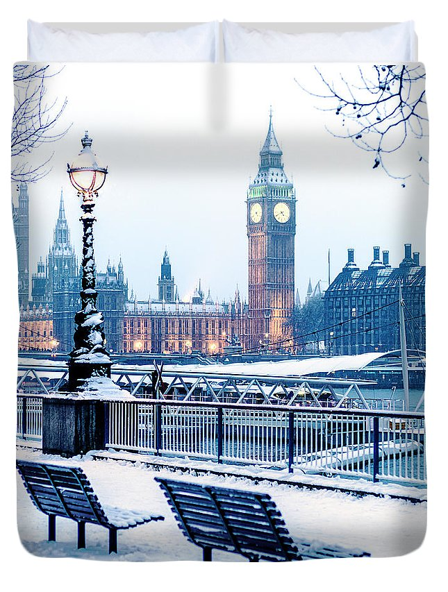 Clock Tower Duvet Cover featuring the photograph Houses Of Parliament In The Snow by Doug Armand
