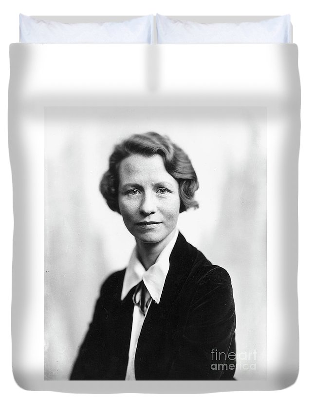 20th Century Duvet Cover featuring the photograph Edna St. Vincent Millay by Granger
