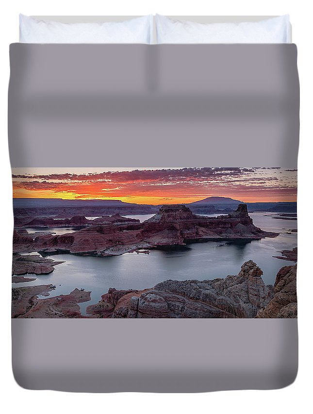 50s Duvet Cover featuring the photograph Alstrom Point by Edgars Erglis