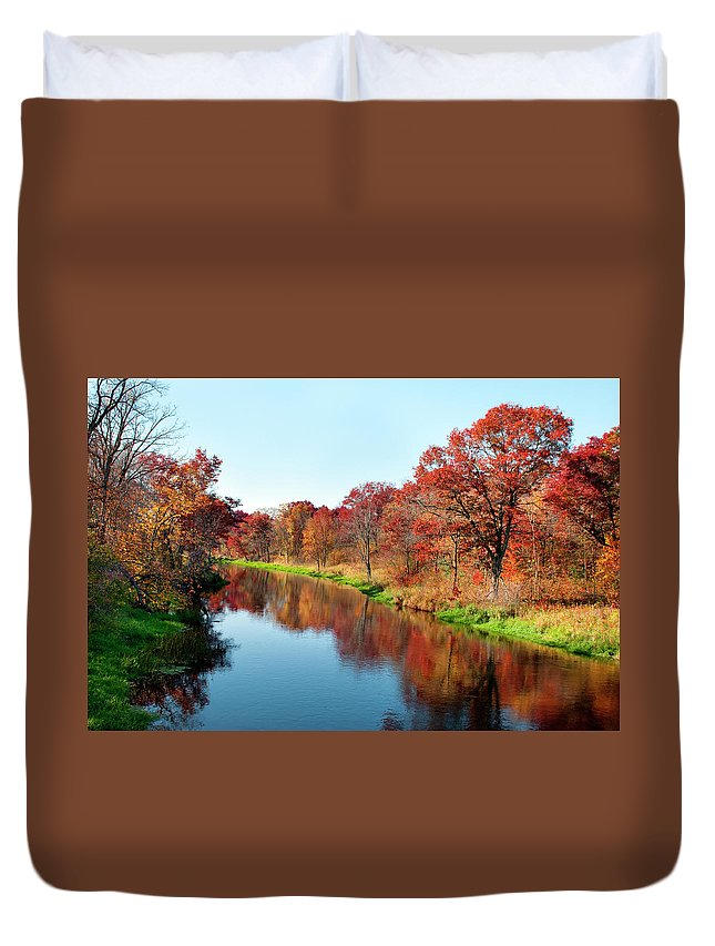 Water's Edge Duvet Cover featuring the photograph Autumn In Wisconsin by Jenniferphotographyimaging