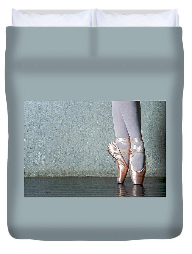 Ballet Dancer Duvet Cover featuring the photograph Ballet Dancers Feet En Pointe by Dlewis33