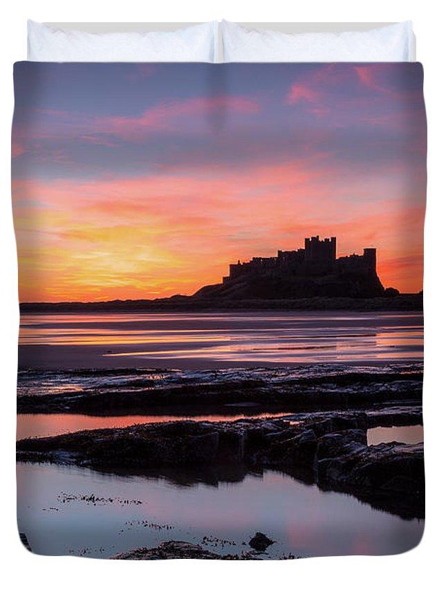 Bamburgh Duvet Cover featuring the photograph Bamburgh Castle Bam0032 by David Pringle